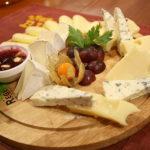 Сырная тарелка или Сырная тележка.